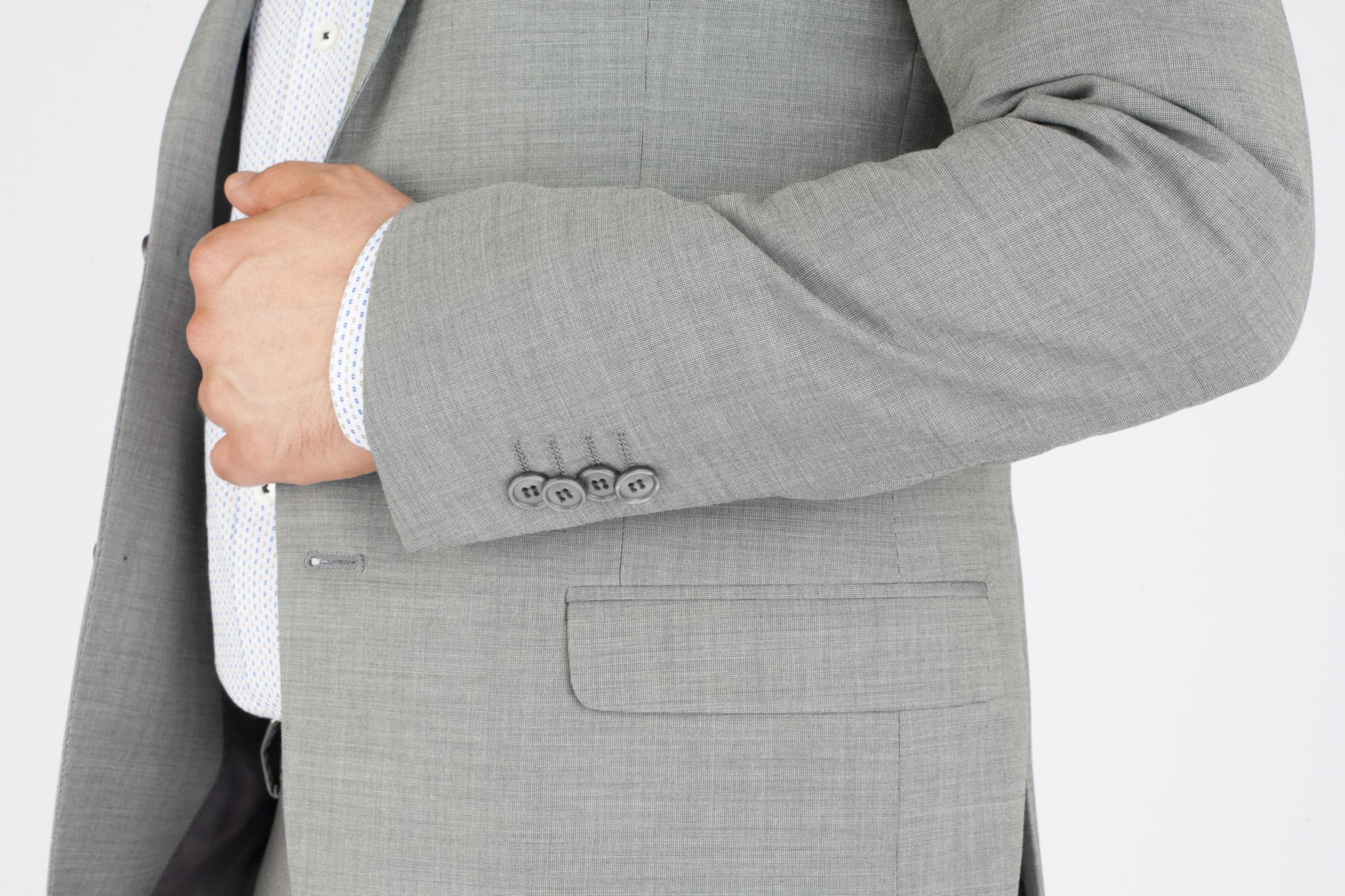 Светло-серый шерстяной костюм, накладной карман