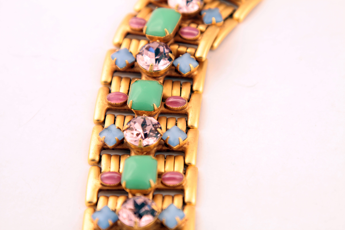 Роскошный браслет в пастельной цветовой гамме от Askew London