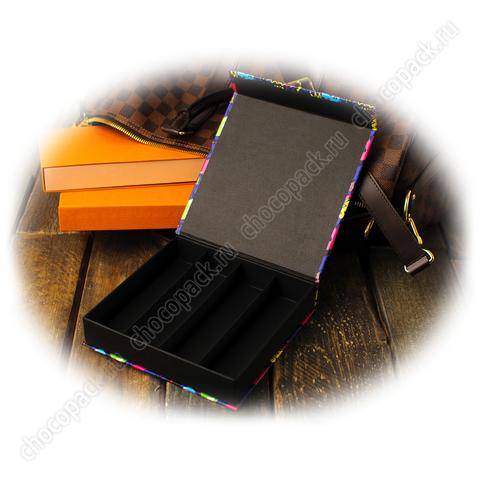 Упаковка с магнитным клапаном для 16 шоколадных конфет. Микки