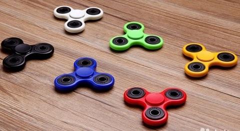 Увлекательная игрушка-антистресс Спиннер - является тренажером для ...