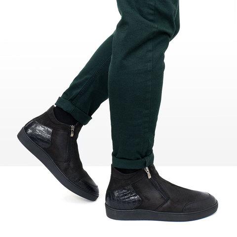 Мужские ботинки из нубука черного цвета с вставками из крокодиловой кожи