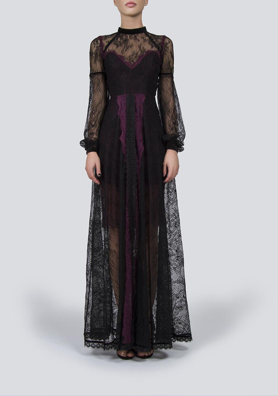 Черное кружевное платье-макси с фиолетовой атласной подкладкой