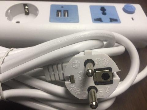 Удлинитель электрический 4 розетки  3 метра с заземлением + 2 usb входа для зарядки мобильных устройств с выключателем 2500w.