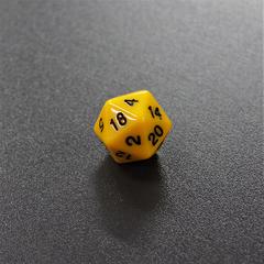 Желтый двадцатигранный кубик (d20) для ролевых и настольных игр