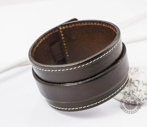 BL238-2 Широкий коричневый кожаный браслет с белой строчкой