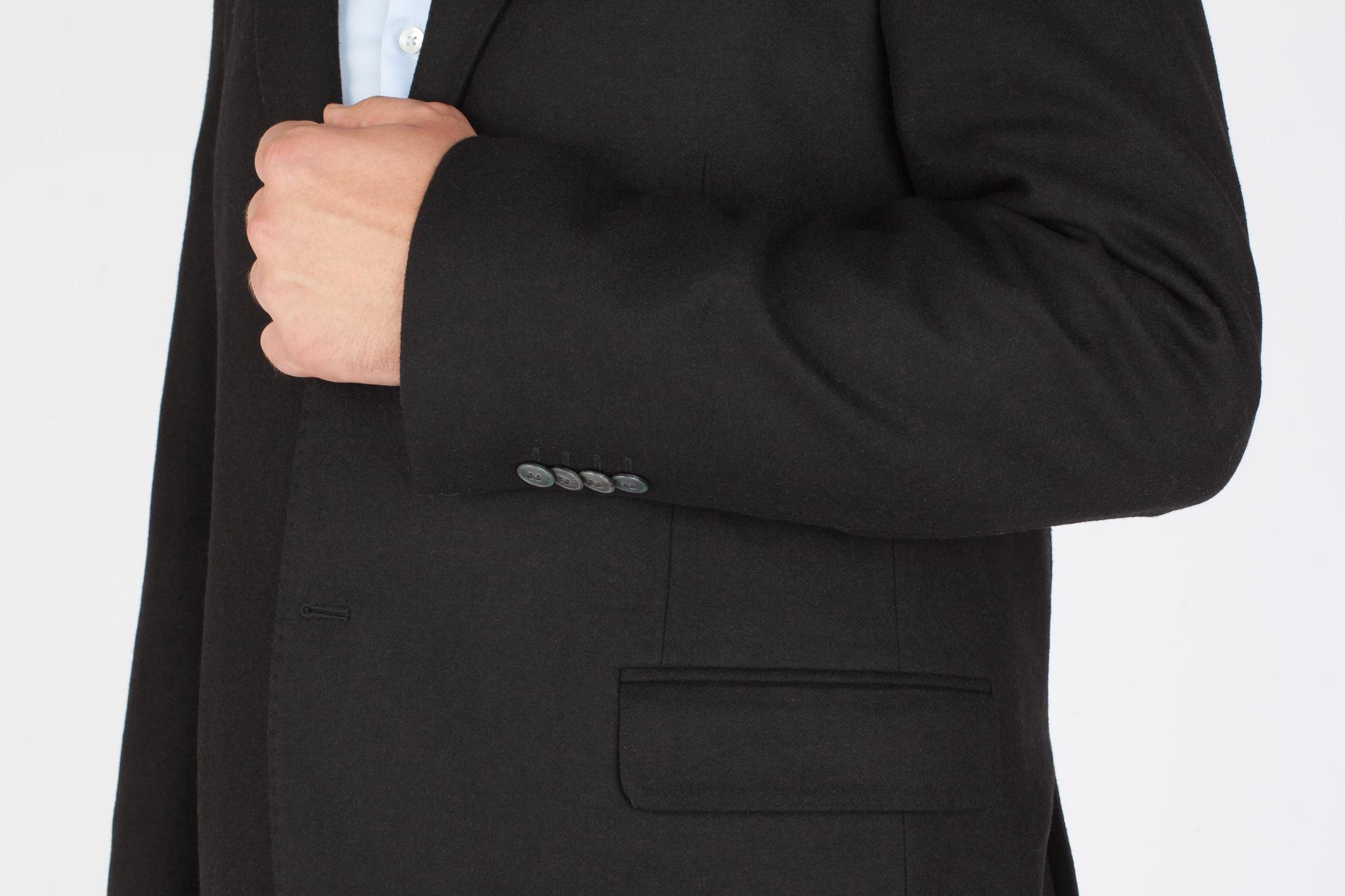 Чёрный костюм из 100%-ной шерсти, накладной карман