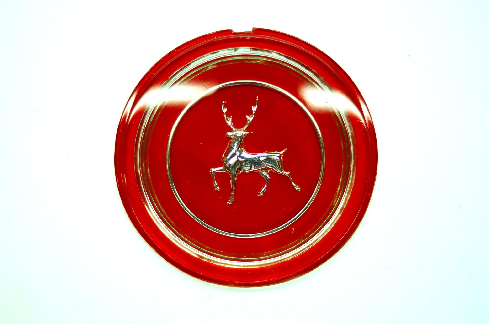 Эмблема руля красная Газ 21 2 серии