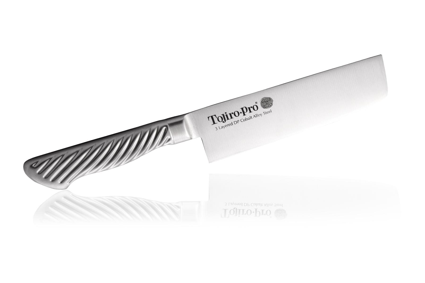 Нож кухонный стальной Накири (165мм) Tojiro PRO F-894Tojiro PRO Series<br>Нож кухонный стальной Накири (165мм) Tojiro PRO F-894<br><br>Самая популярная среди профессионалов серия ножей Tojiro Pro. Клинок изготовлен по трехслойной технологии, как знаменитые катаны. Сердцевина клинка - твердая и прочная - обеспечивает остроту и износостойкость, покрыта обкладками из более пластичной нержавеющей стали, которые не позволяют клинку сломаться.<br>Рукоятка ножей серии Tojiro Pro покрыта специальным микропокрытием, которое не позволяет ножу выскользнуть, даже если вы работаете по локоть в масле, а если вы забыли сразу помыть свой нож, антибактериальное покрытие не даст развиваться на его поверхности болезнетворным бактериям.<br>Официальный сертифицированный продавец TOJIRO<br>