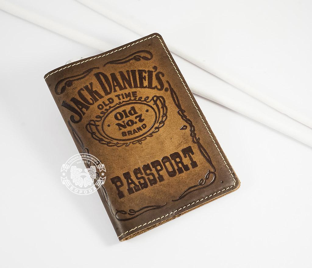 BY14-27-01 Кожаная обложка на паспорт «Jack Daniels»