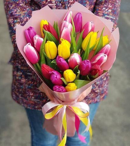 Букет из разноцветных тюльпанов 7