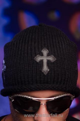 Шапка «Mission» от 7.17 Studio Luxury с тремя кожаными крестиками