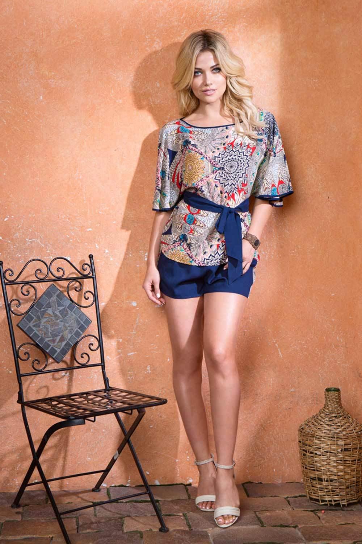 Комплект состоящий из блузы и шорт на эластичной тесьме (резинке) в поясе