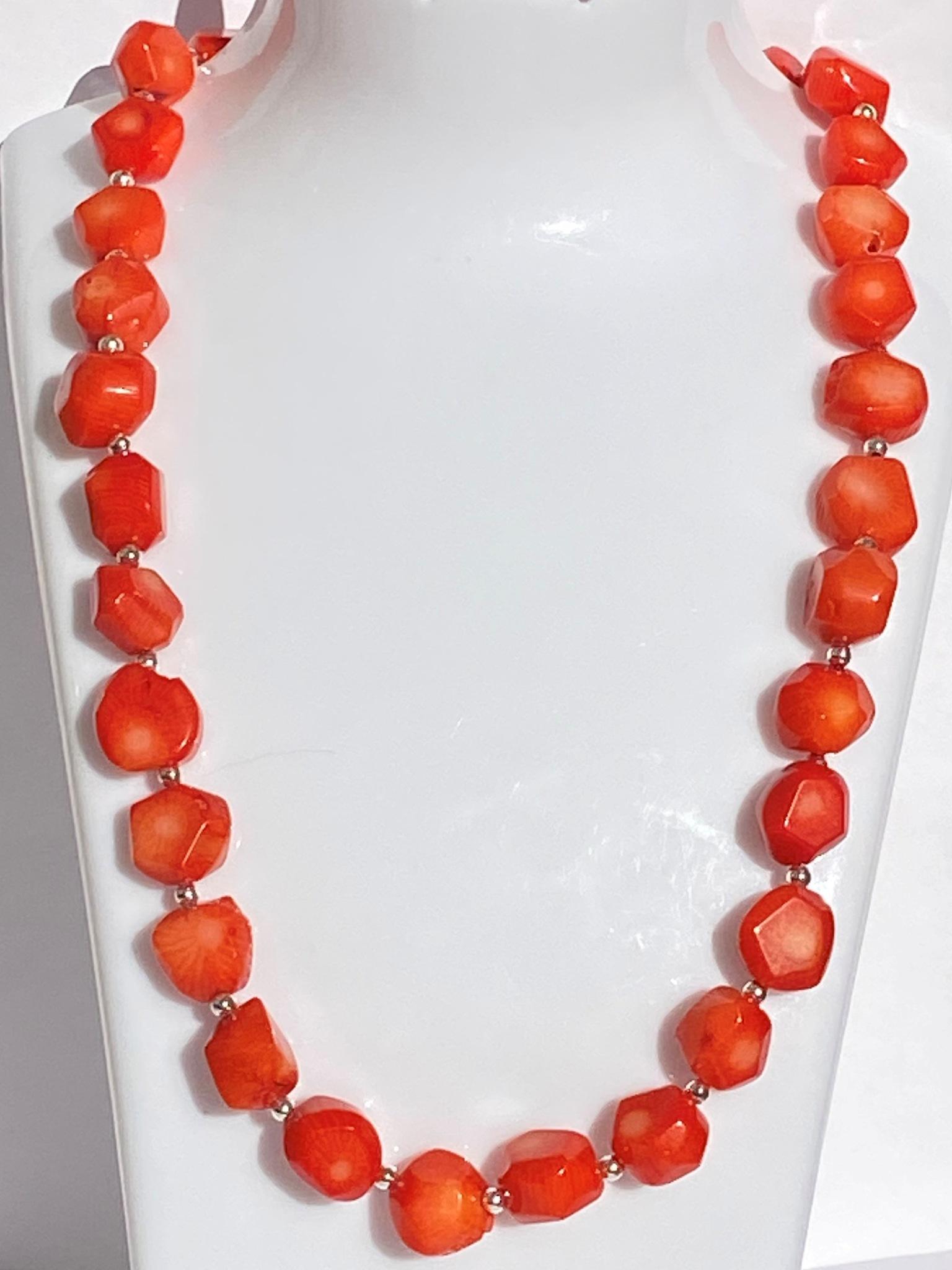 Коралл-аа (бусы из натуральных камней)