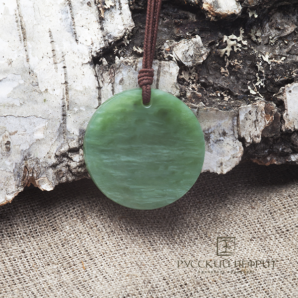Амулет янтра из зелёного нефрита.