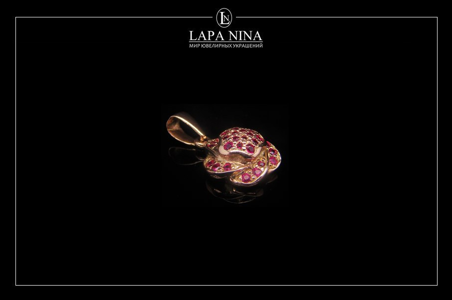 Подвеска из золота в форме цветка розы с природными рубинами