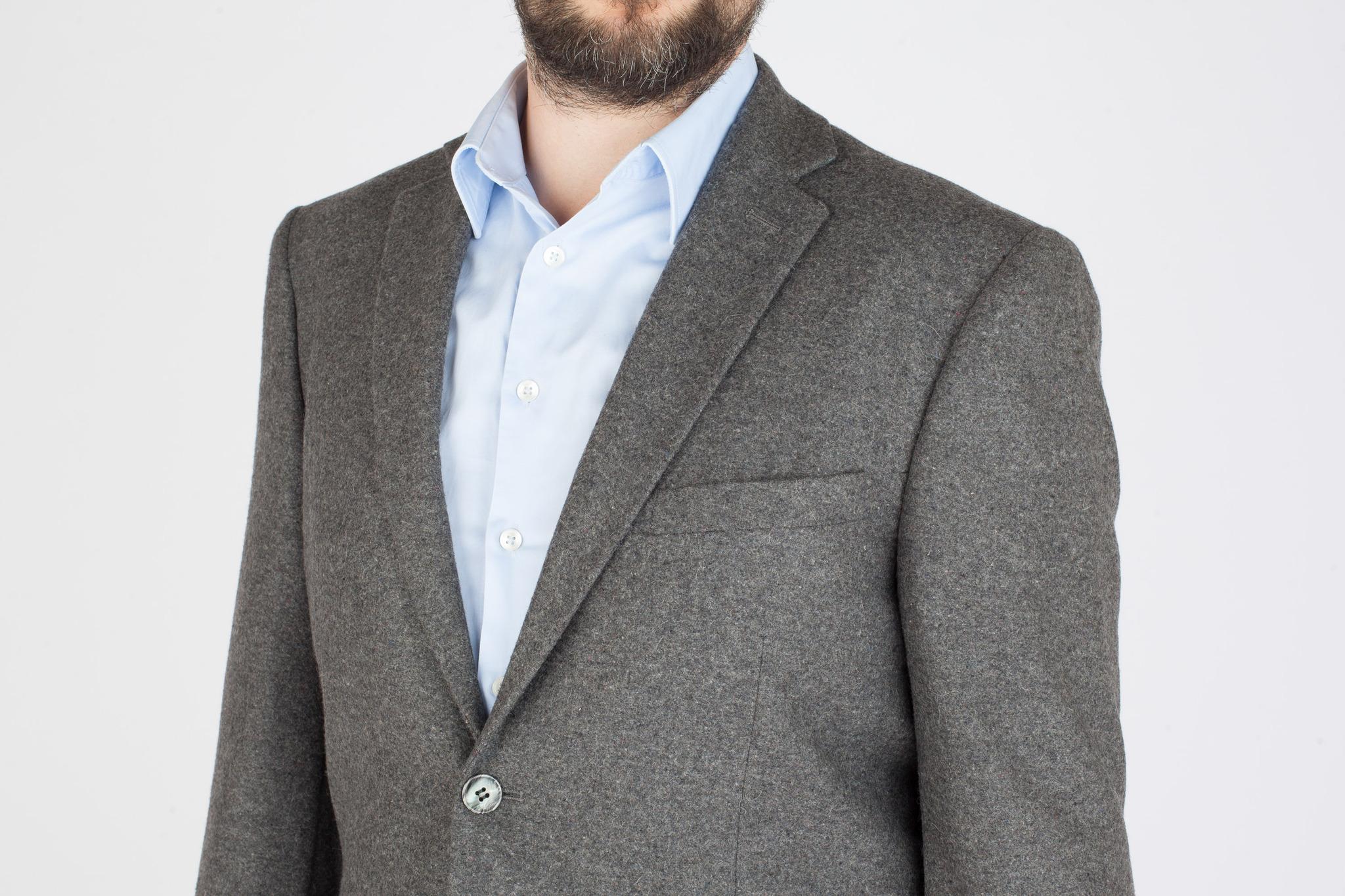 Серый костюм из 100%-ной шерсти, нагрудный карман