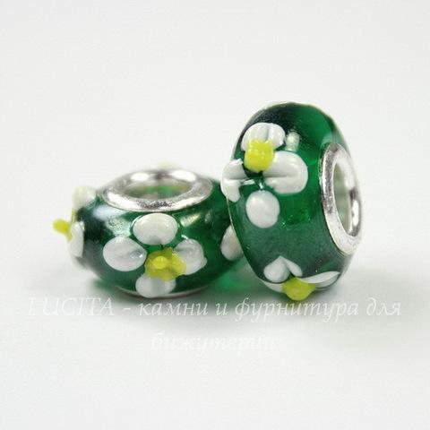 """Бусина Лэмпворк для пандоры """"Белые цветы"""", рондель, цвет - зеленый, 15х9 мм"""