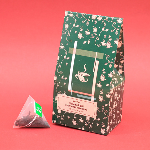 Зеленый чай с цветами жасмина в пирамидках