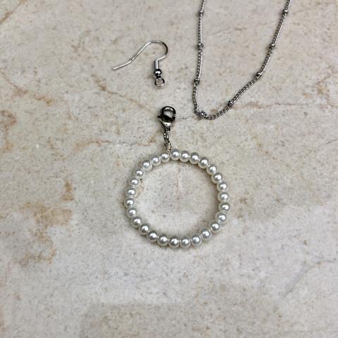 Подвеска Буква O с замочком серебряного цвета