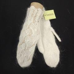 Вязанные варежки из козьего пуха ручной работы белые 14