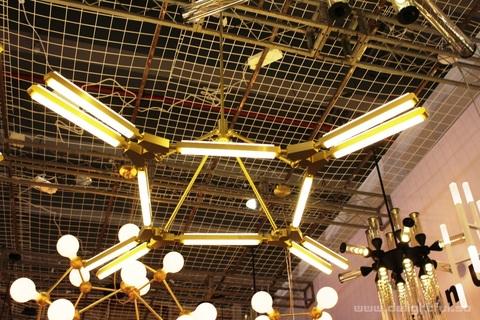 chandelier_PRIS_Roll&Hill_www_delightful_su3
