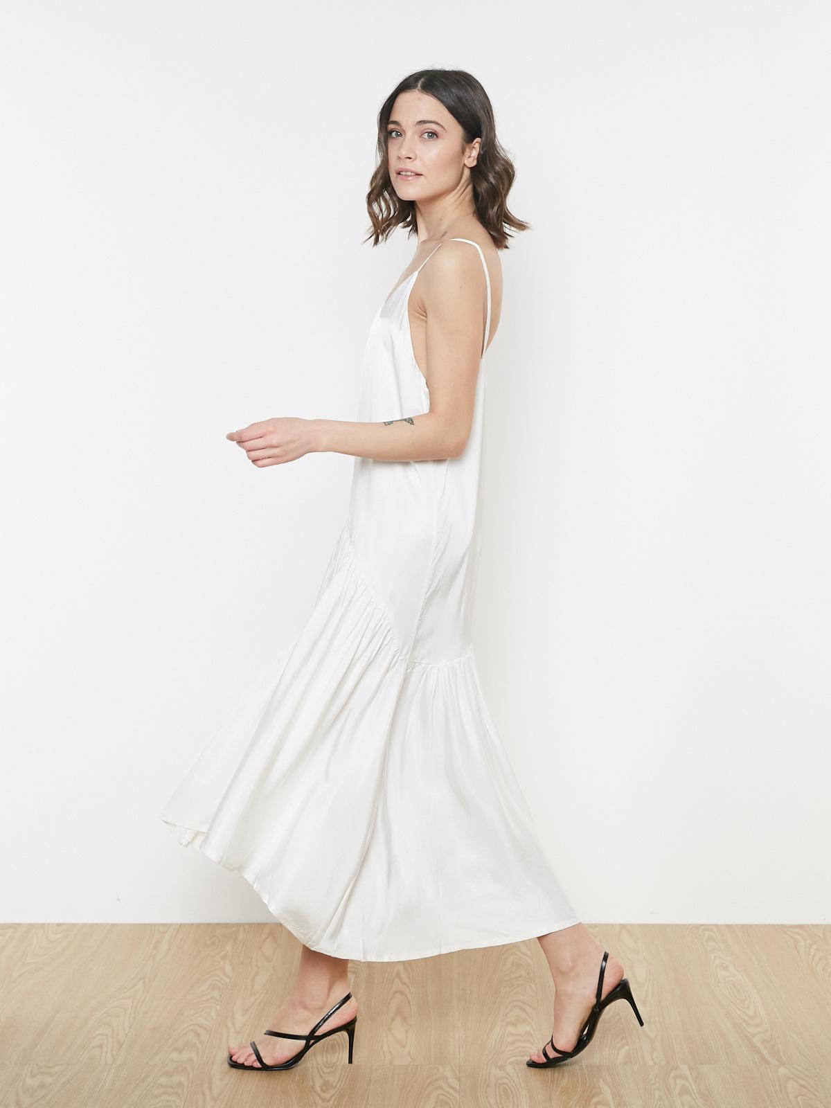 Платье на бретельках с асимметричным подолом