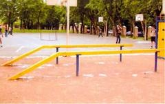 Бревно гимнастическое уличное на металлических ножках  Деревянный брус 12х12, длина-4,5м, высота 0,5м с забегом