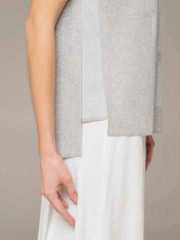 Женский джемпер с коротким рукавом серого цвета - фото 2