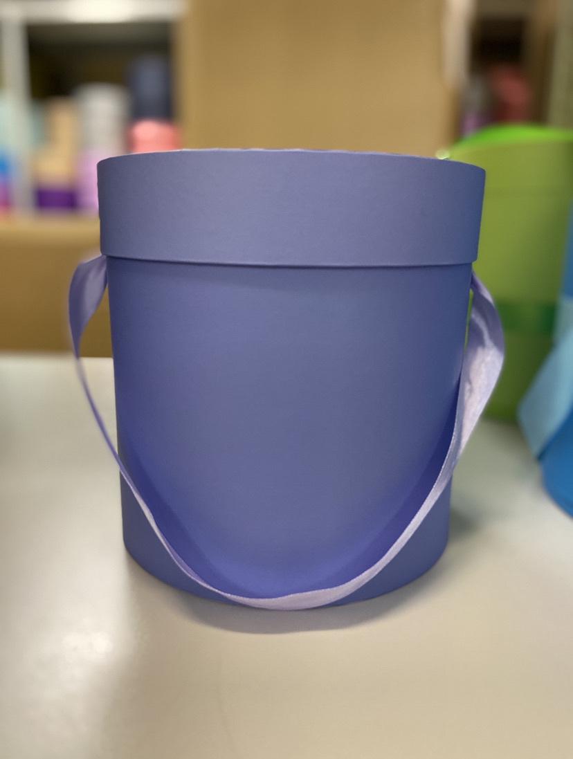Шляпная коробка эконом вариант 20 см . Цвет: Светло фиолетовый. Розница 350 рублей .