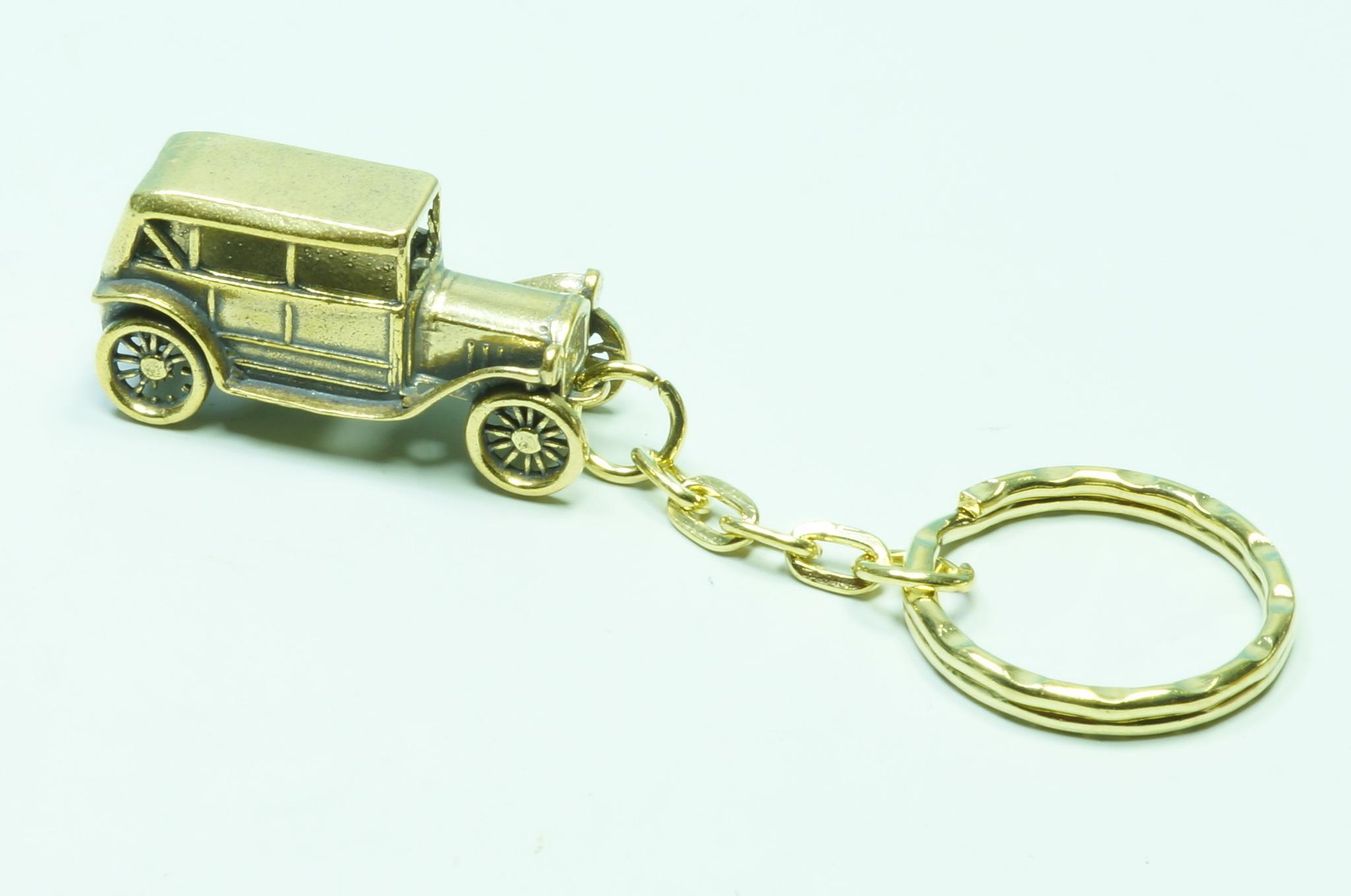 Брелок из бронзы ретро машина