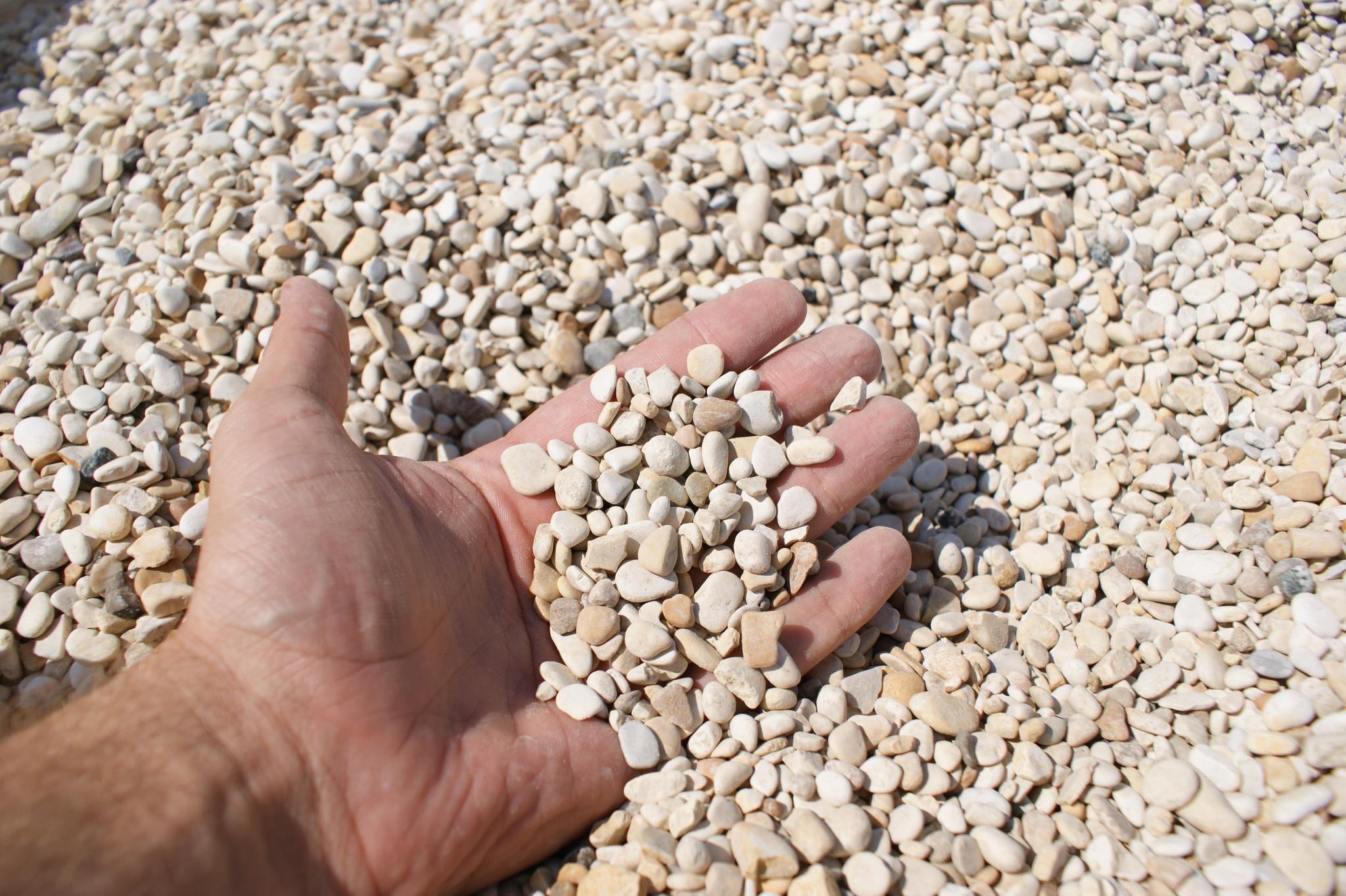 Галька камень морской Каспийский образец в руке 5-10мм