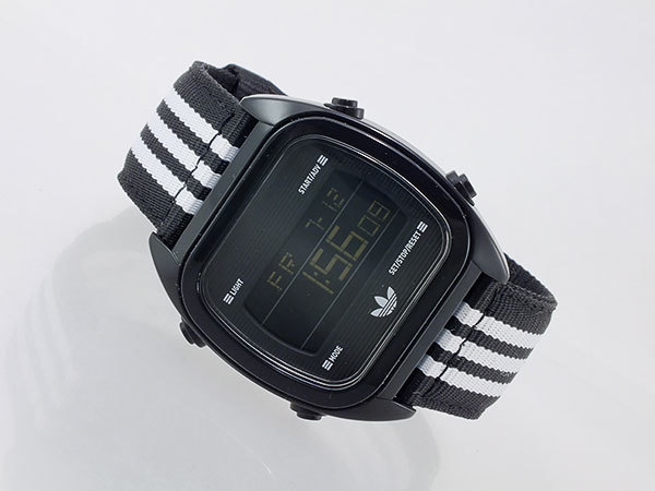 Компания предлагает аналоговые модели, цифровые и гибриды аналогово-цифровые часы.