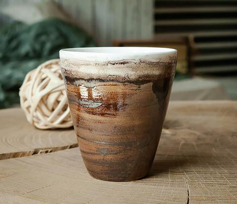 Стакан из керамики в глазури коричневого цвета