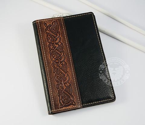 BY14-35-02 Кожаная обложка на паспорт с кельтским узором
