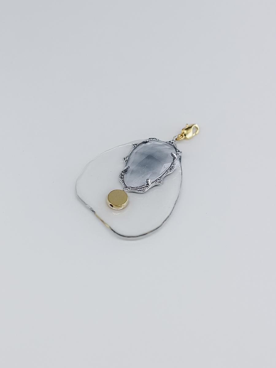 Медальон из пластика с серым фианитом и вставкой 16k  оптом и в розницу