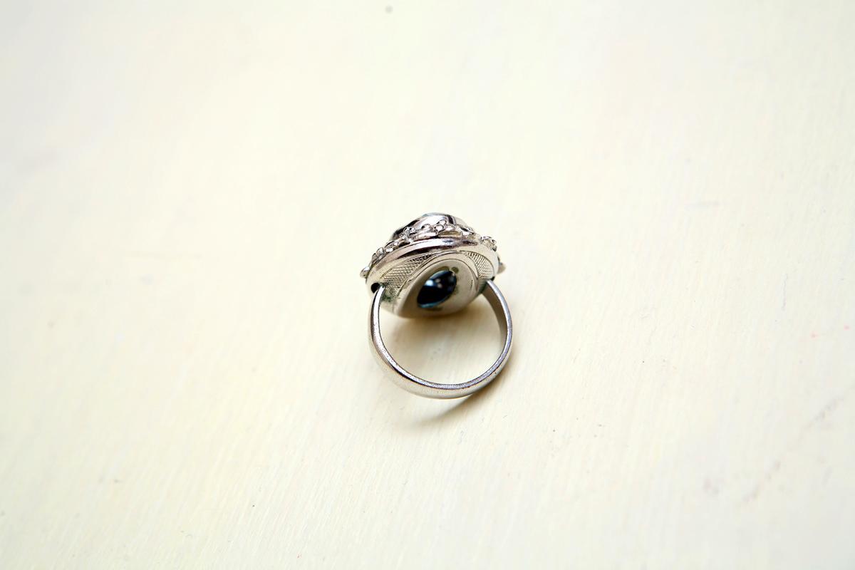 Красивое нежное кольцо с большим кристаллом под аквамарин от Whiting & Davis