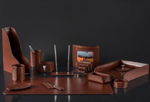 На фото настольный набор руководителя артикул 70319 14 предметов кожа LUX Full Grain цвет
