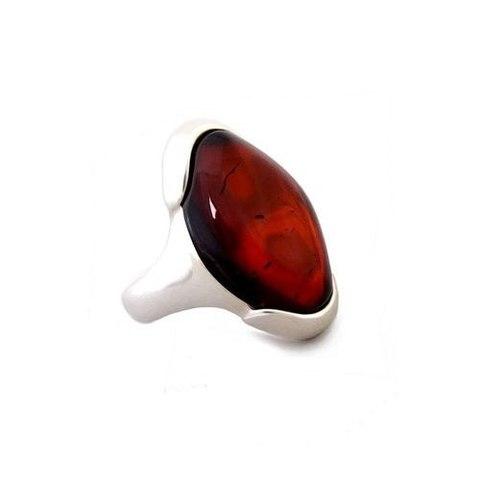 элегантное кольцо из серебра с янтарём цвета вишни