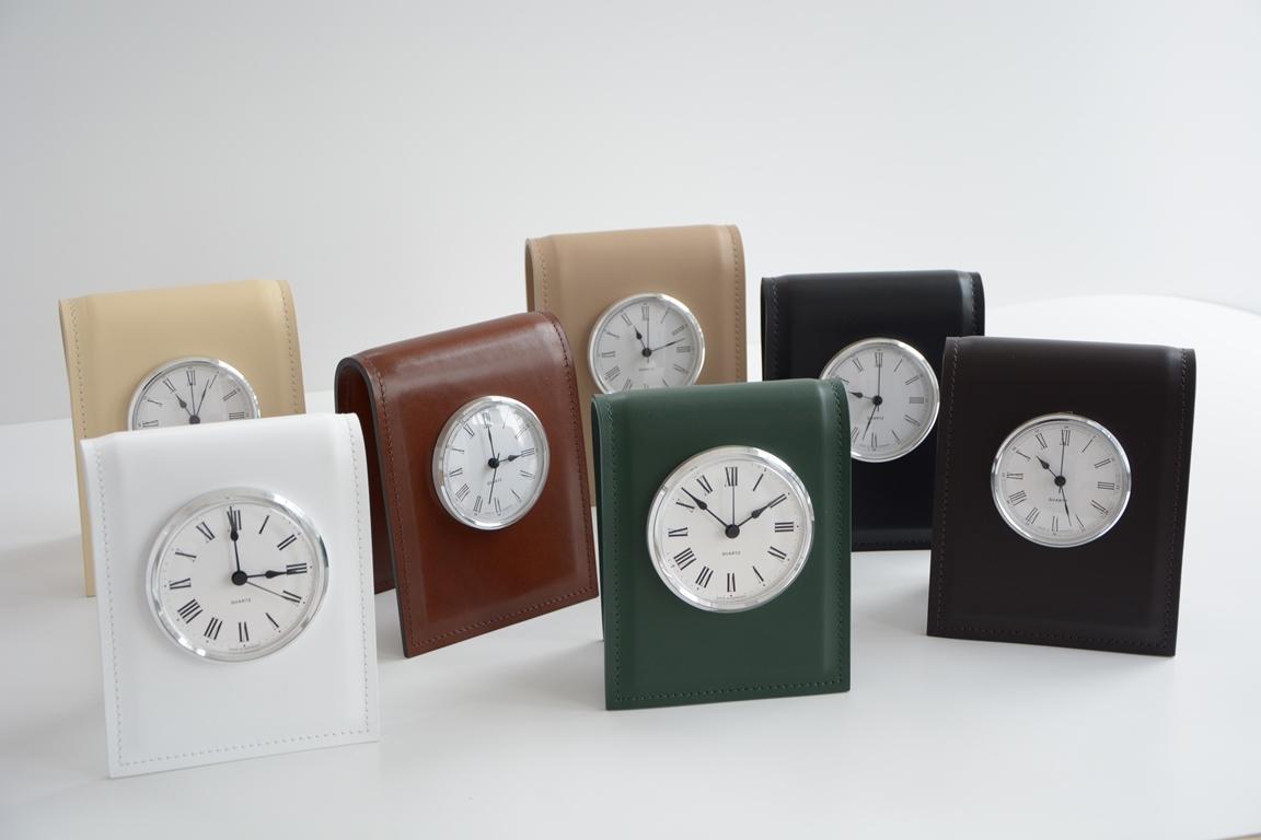 Настольные часы D85 см в ассортименте цвета кожи.