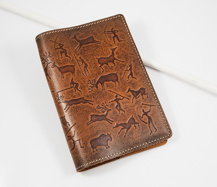 Прикольная обложка из кожи на паспорт, тиснение