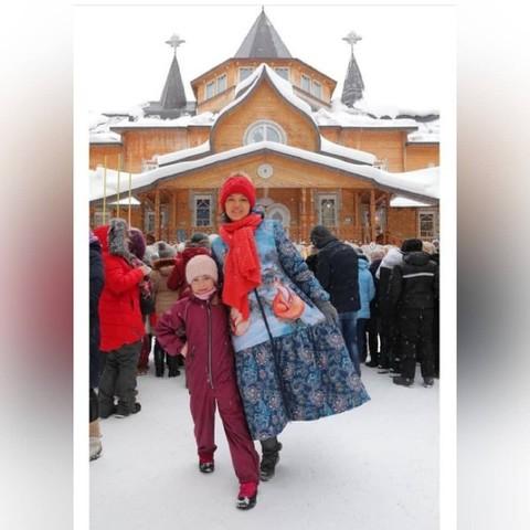 Дизайнер Алиса Толкачева в пальто