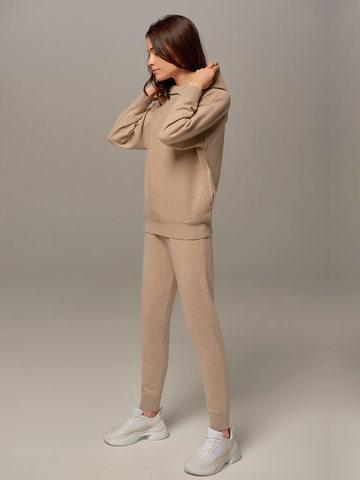 Женский джемпер бежевого цвета с капюшоном - фото 5