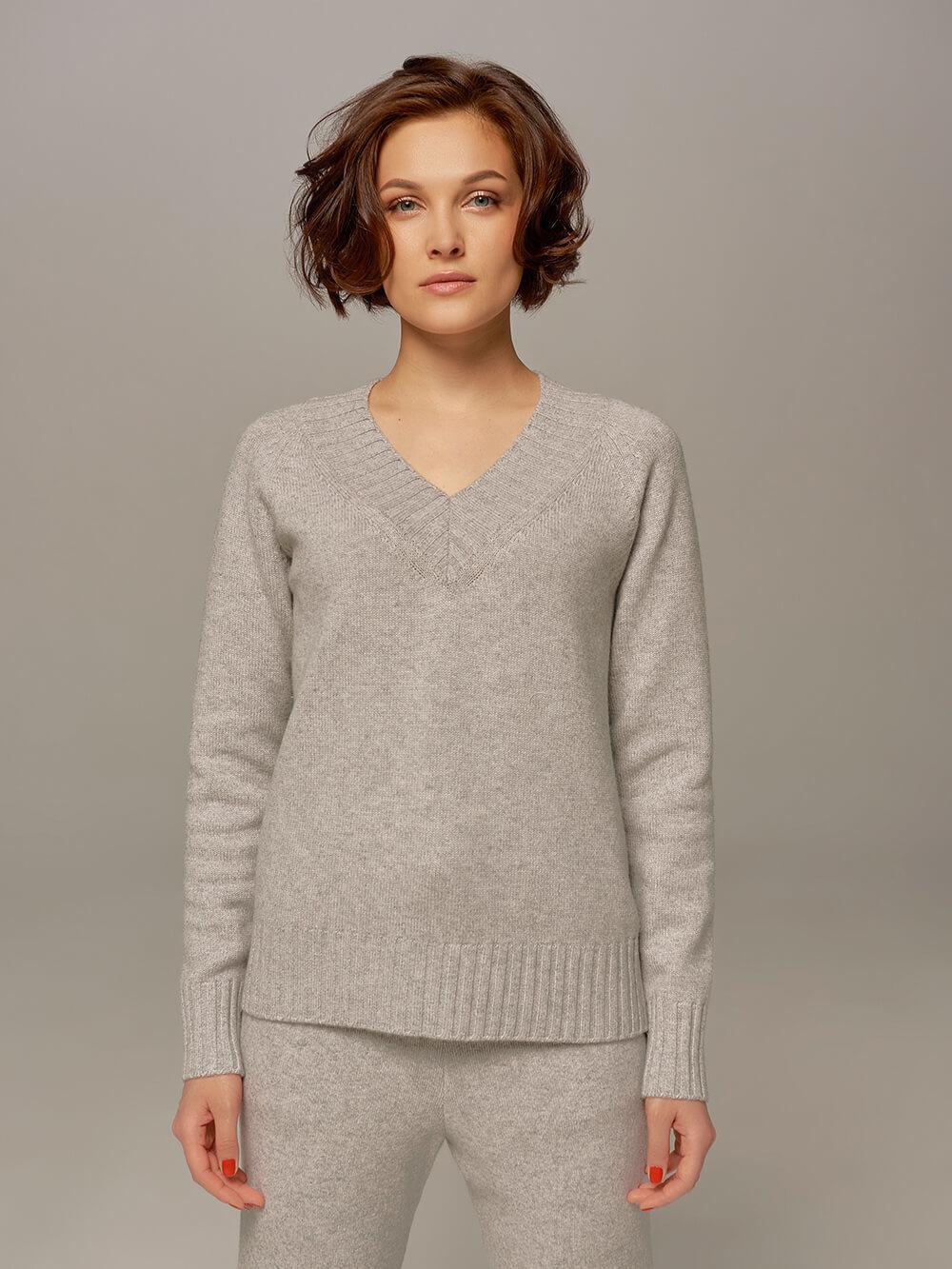 Женский джемпер светло-серого цвета из шерсти и кашемира  - фото 1
