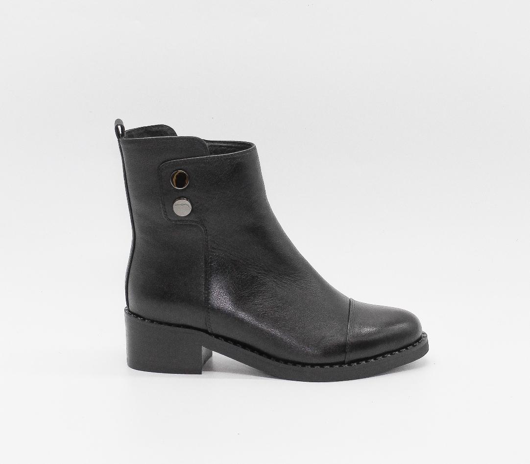 Черные кожаные ботильоны на среднем каблуке