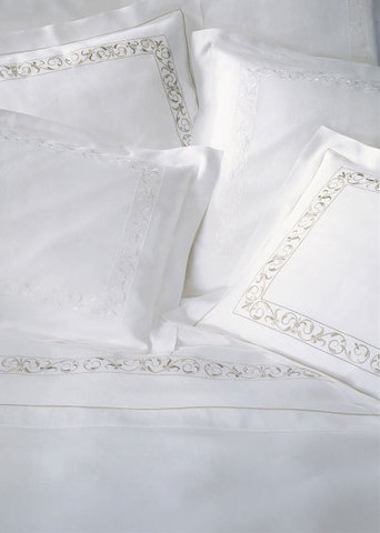 Пододеяльник 135х200 Christian Fischbacher Luxury Nights 768 белая вышивка