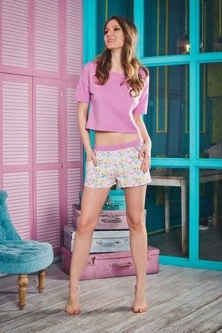 Короткая сиреневая футболка с цветными шортами Caramel