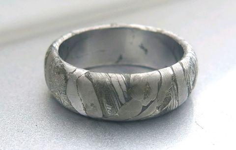 Кольцо из метеорита Муонионалуста. Скругленное