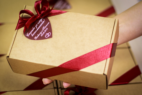 Подарок гостям на свадьбе на розыгрыши и конкурсы