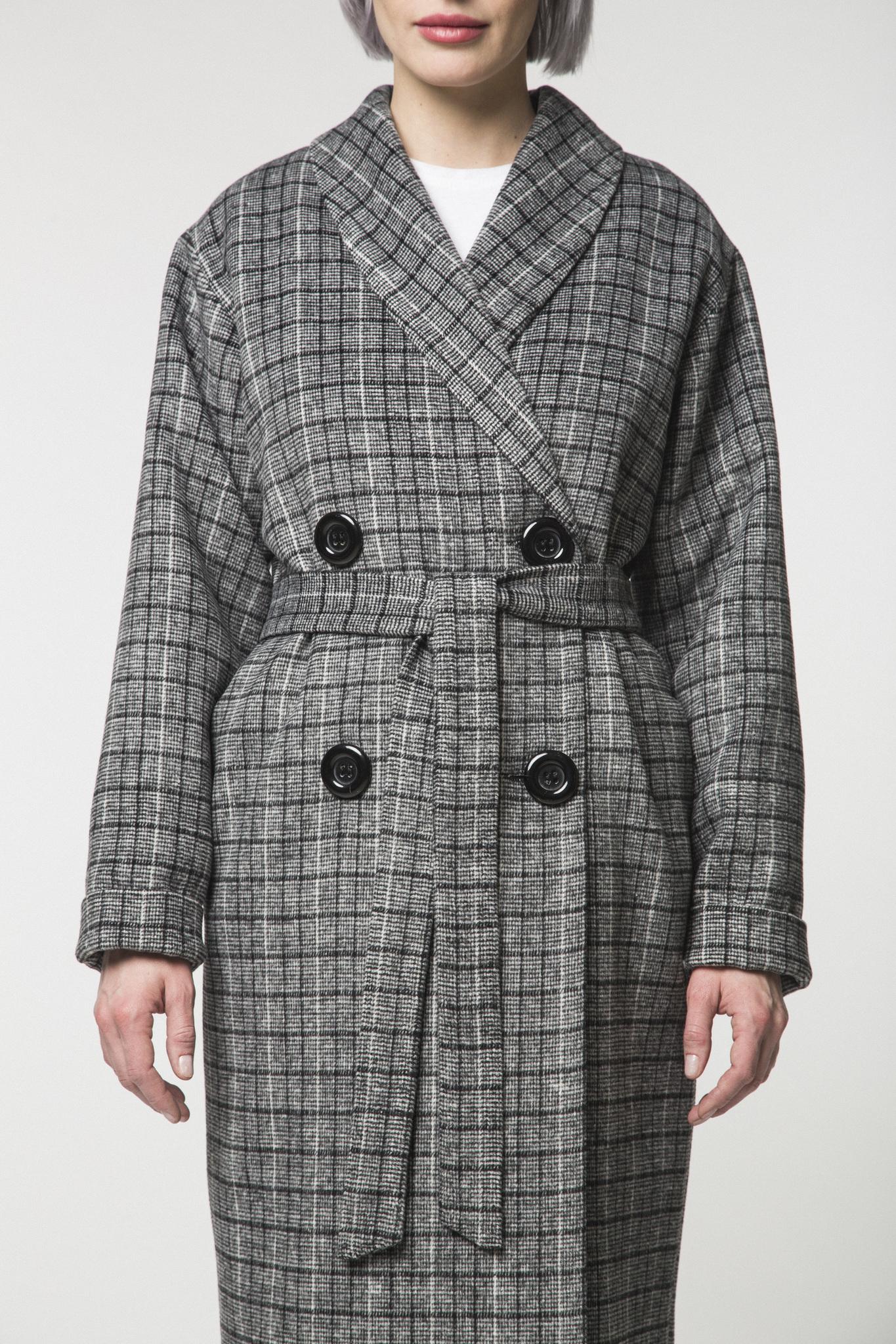 Двубортное пальто-халат в клетку