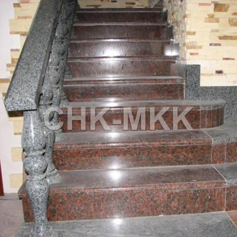 Лестница №3 капустинский гранит с перилой изгранита Куру Грей